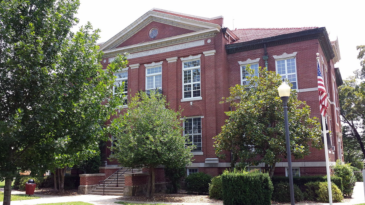 The Boone County Courthouse was built in 1907, replacing the previous one erected in 1873.