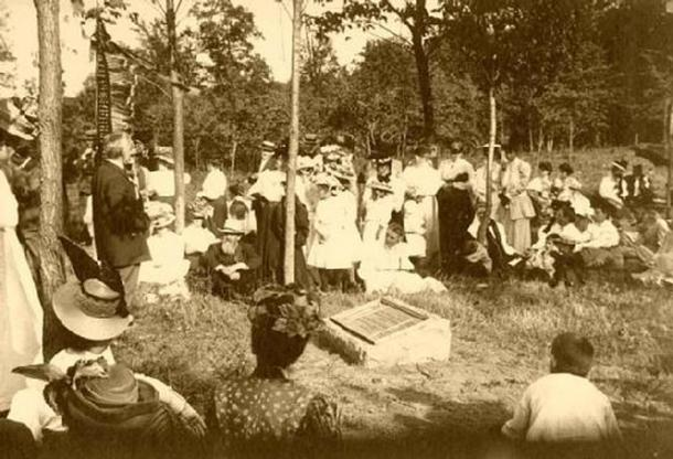 The 1908 dedication of Man Mound Park.
