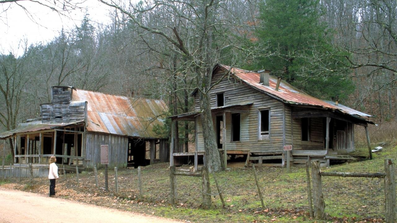 A number of dilapidated buildings still stand. Photo: Arkansas Department of Parks and Tourism.