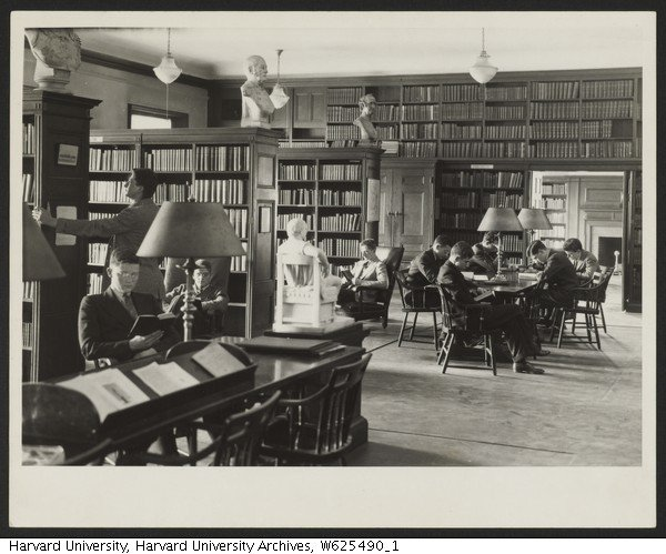 1936 photo of the Freshman Library in the Harvard Union. After the start of the House system the Union transitioned into an institution solely used as a center for freshman life.