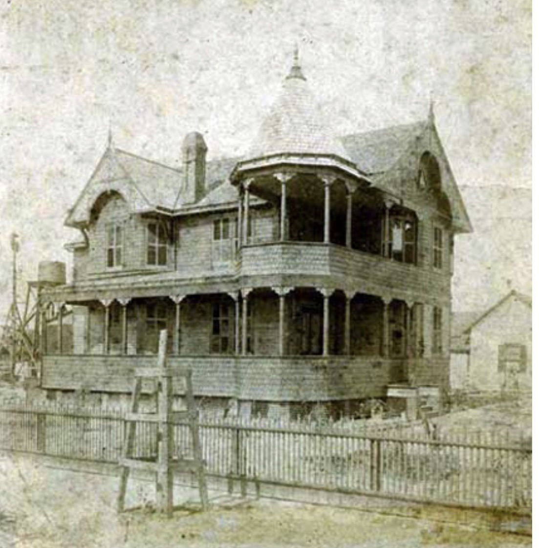 Original photo of the Pritchard home.