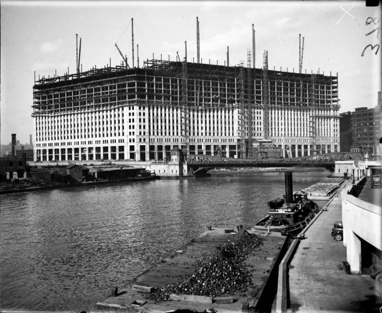 Merchandise Mart under construction