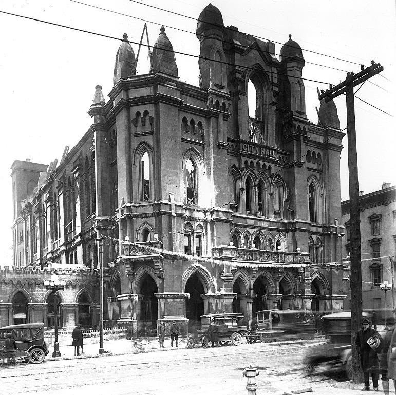 The Old Columbus City Hall, which stood at this spot until it was destroyed by fire in 1921.