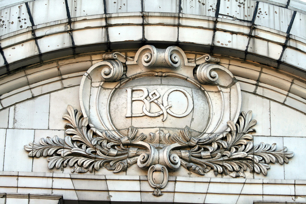 The B&O insignia can still be clearly seen from the front of the building. Image obtained from jpmueller99, Wikimedia.