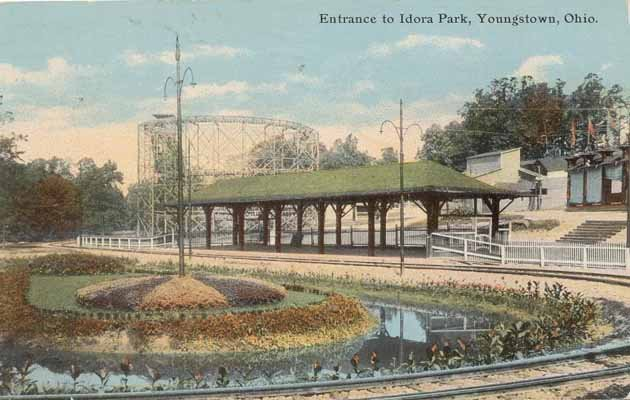 Postcard from the 1910s depicting the entrance to Idora Park.