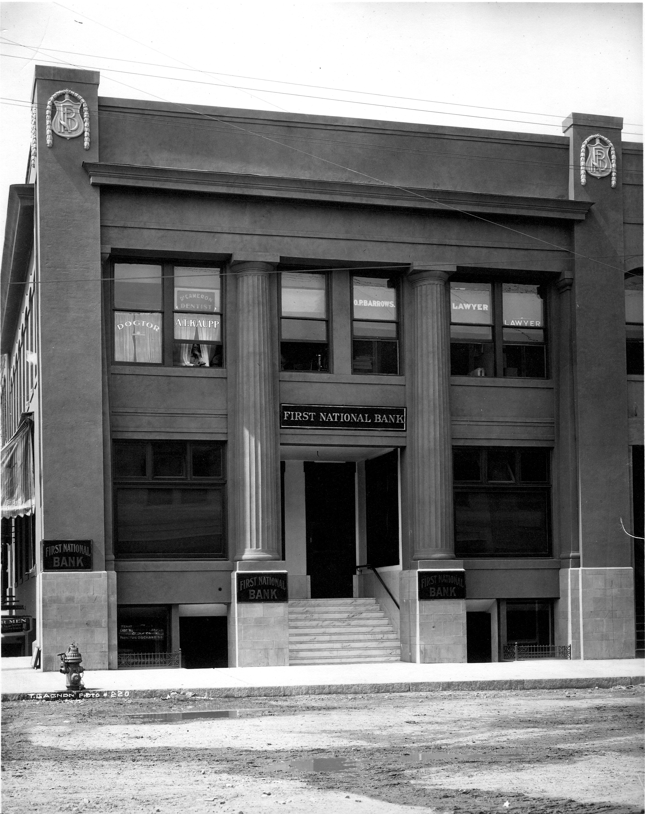 The stately facade of First National Bank as it appeared in 1910.