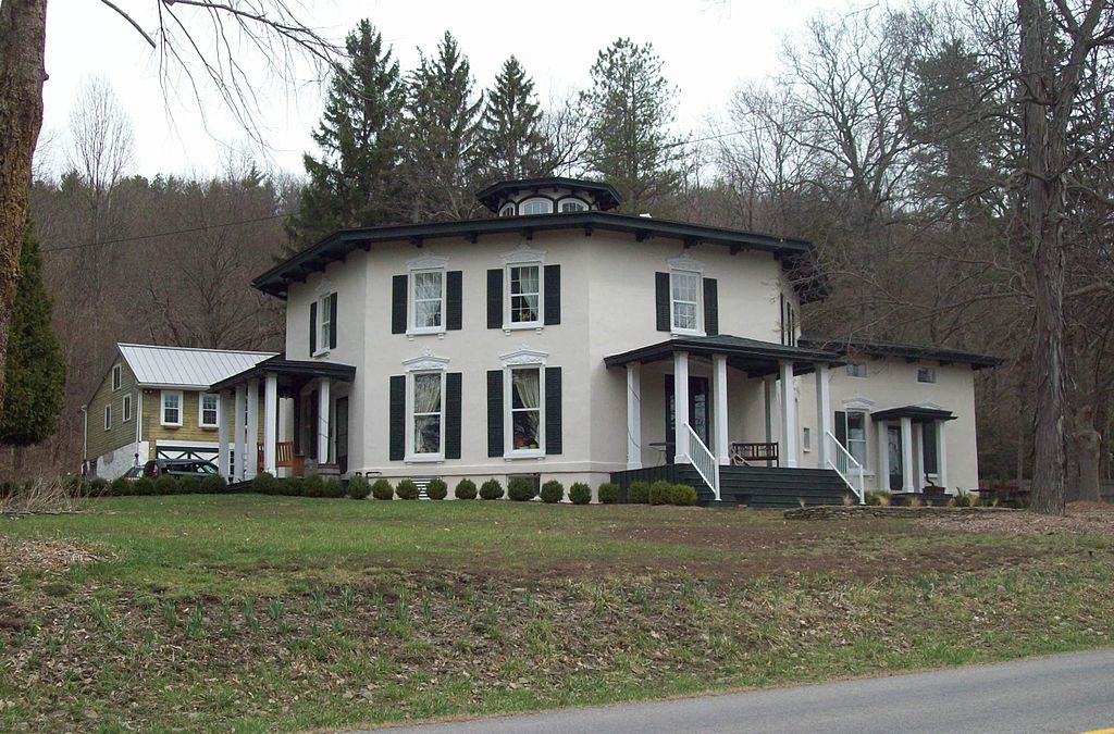 The Timothy M. Younglove Octagon House was built in 1859 and is today the Black Sheep Inn.