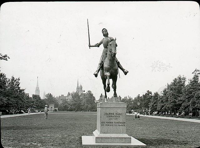 Standing, Sculpture, Monochrome photography, Monochrome