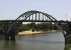 Modern Day look at the Edmund Pettus Bridge