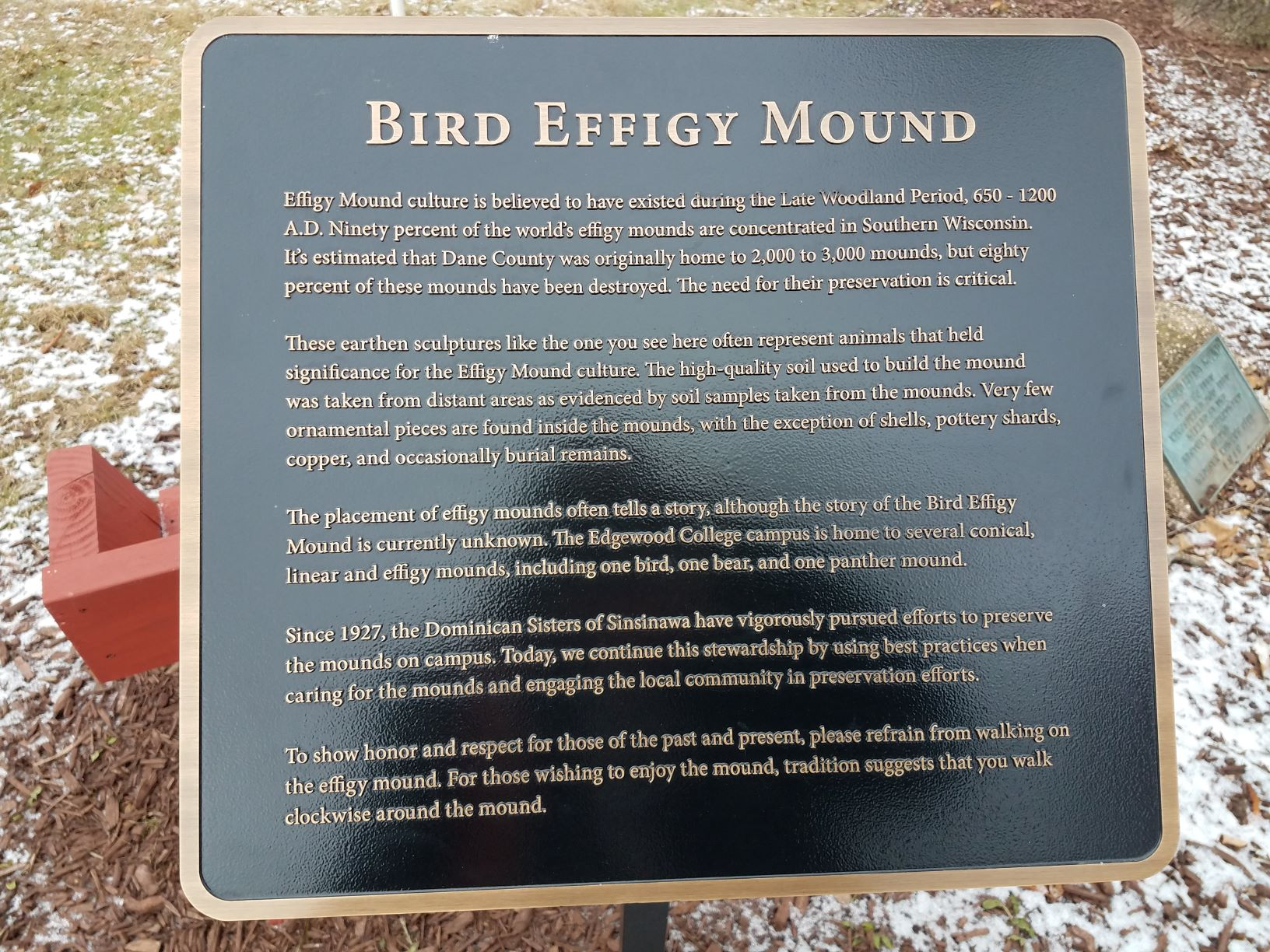 A plaque marking the mound's location and significance. Photo by Bonita Dickman.