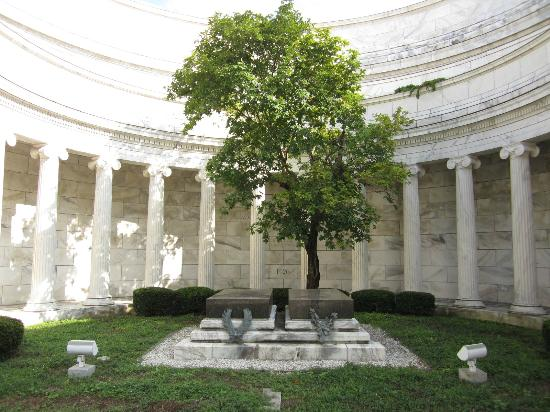 Inside the Harding Memorial