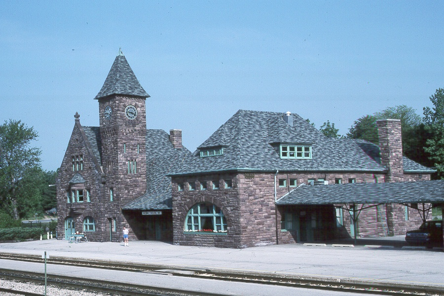 Niles Station was built in 1892 in anticipation of the Chicago World's Fair in 1893. The city was the last major stop before Chicago and the railroad wanted to impress travelers with a grand depot.