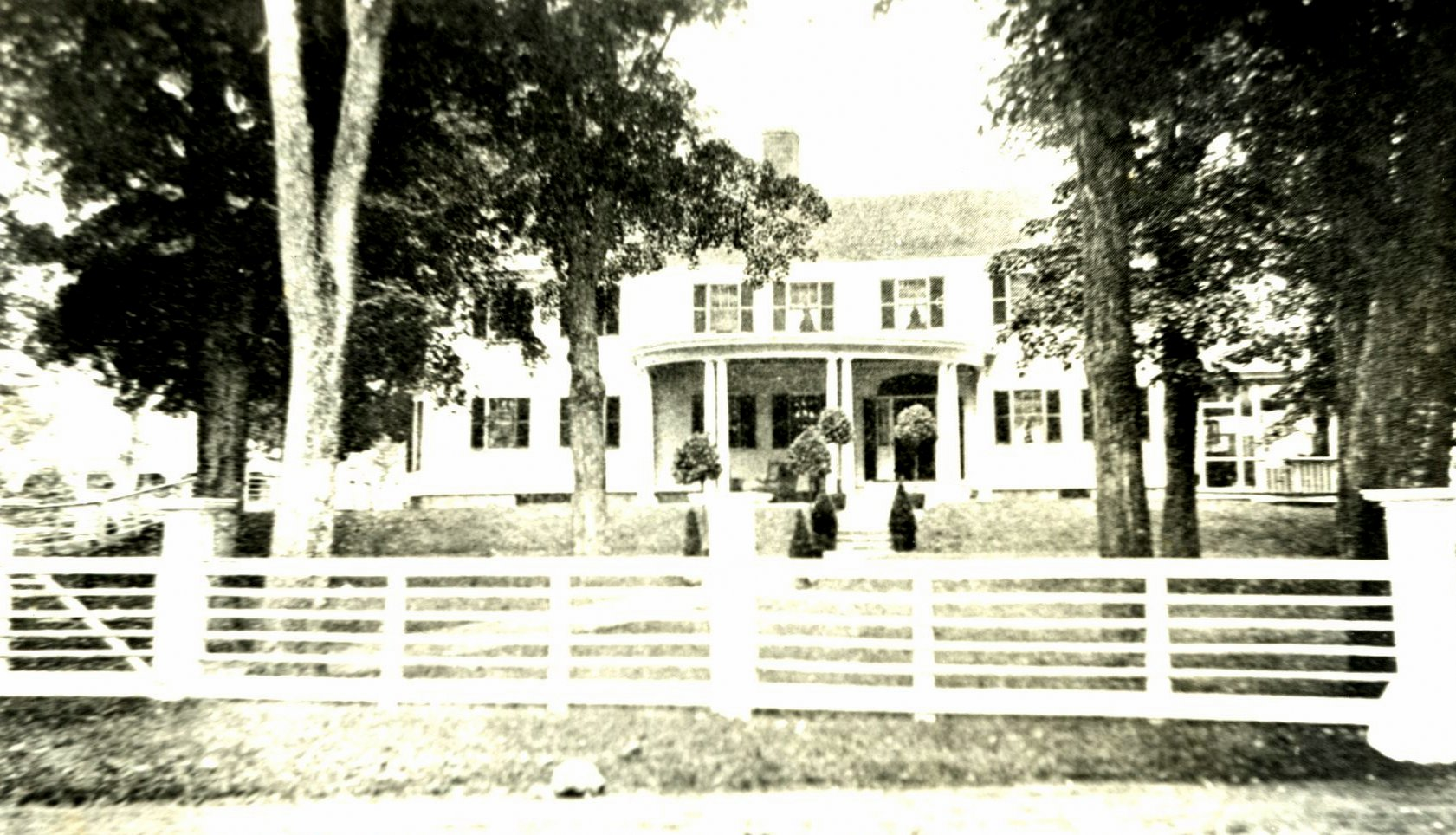 Photograph of Perkins Manor.
