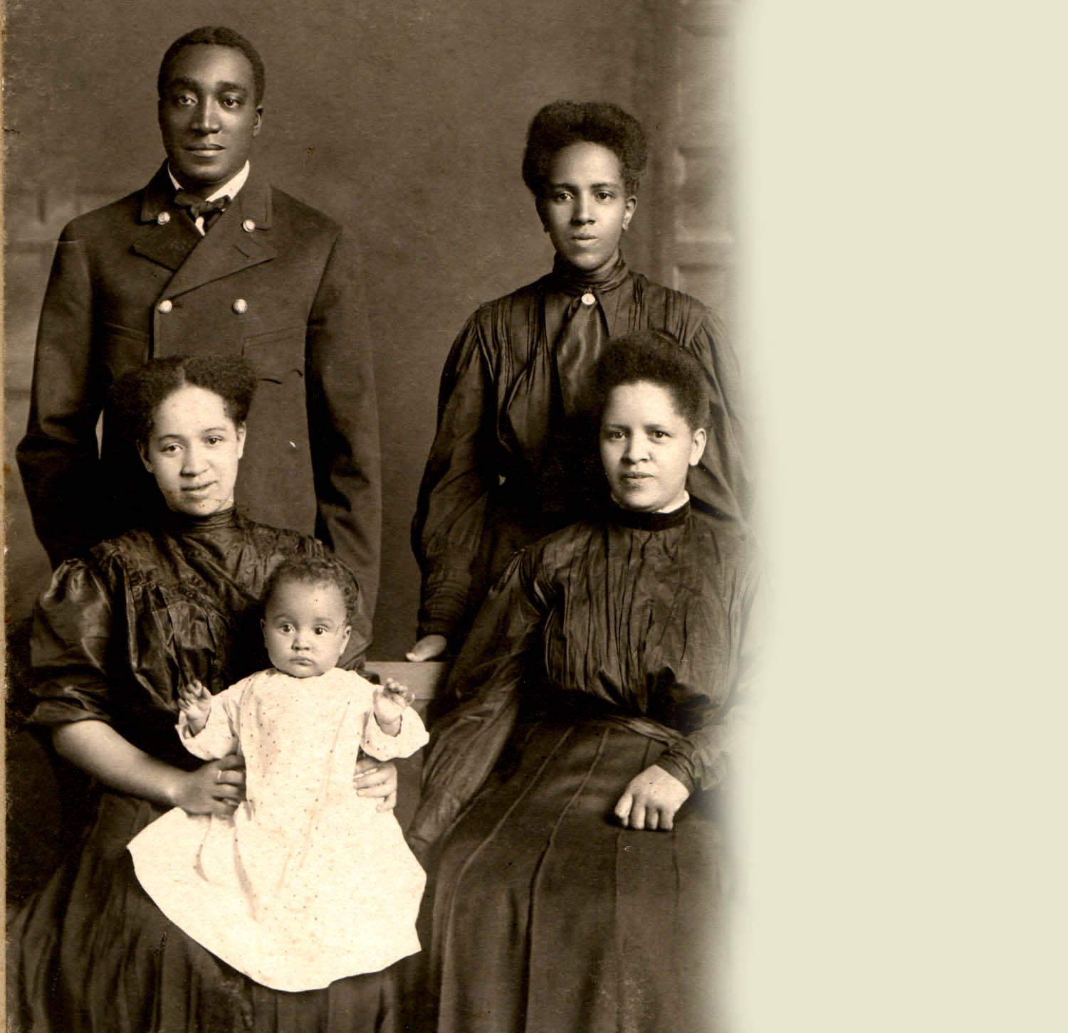 Picture of a young African American family from Wisconsin