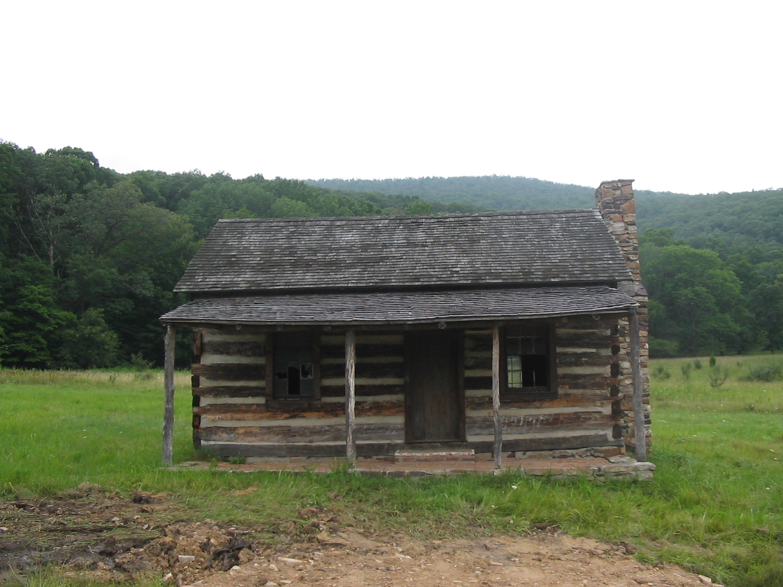 This replica log cabin, brought to the site in either the 1960s or 1970s, stands at the purported location of the original Hanks family cabin. Image obtained from Ser Amantio di Nicolao, Wikipedia.