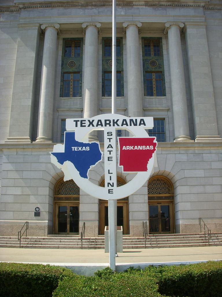 The Texarkana state line sign