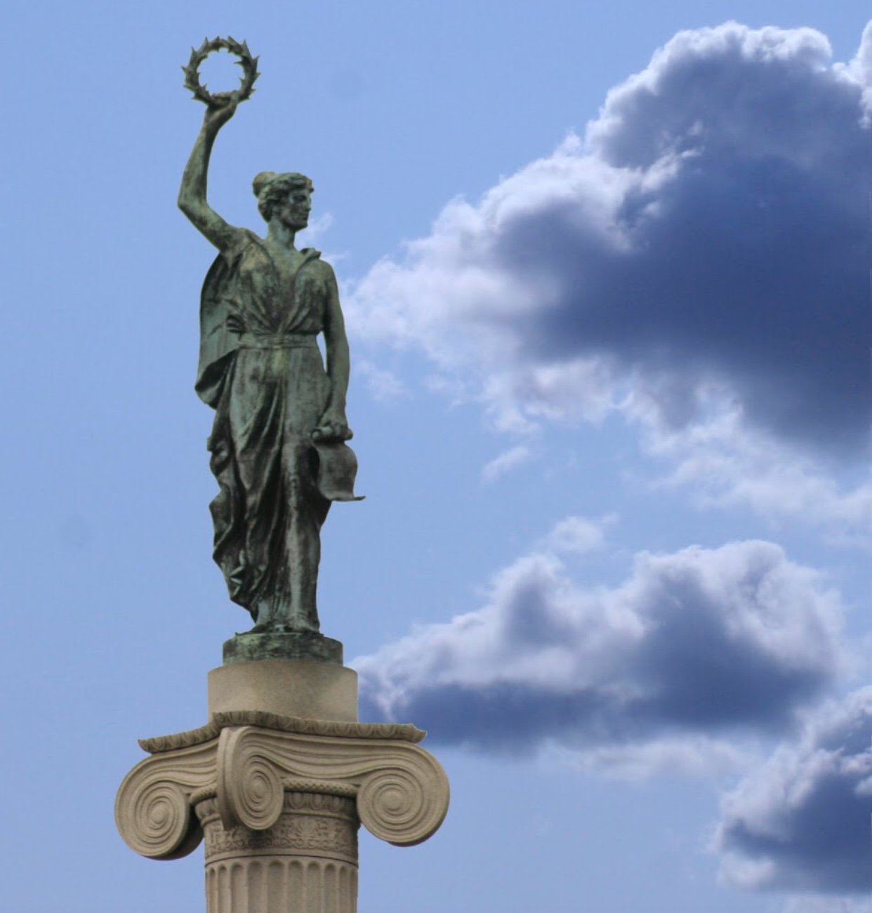 This is a picture of the statue at the top of the monument.
