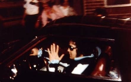 This is the last known photo of Elvis Presley before his death in 1977.