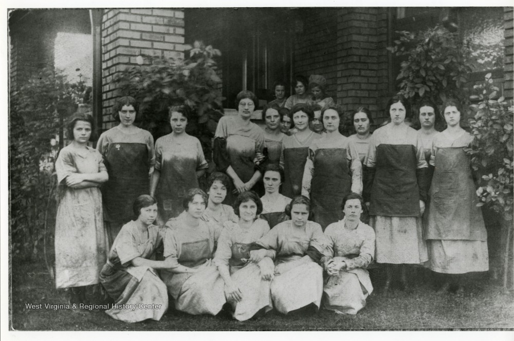 Workers at the mill around 1915.