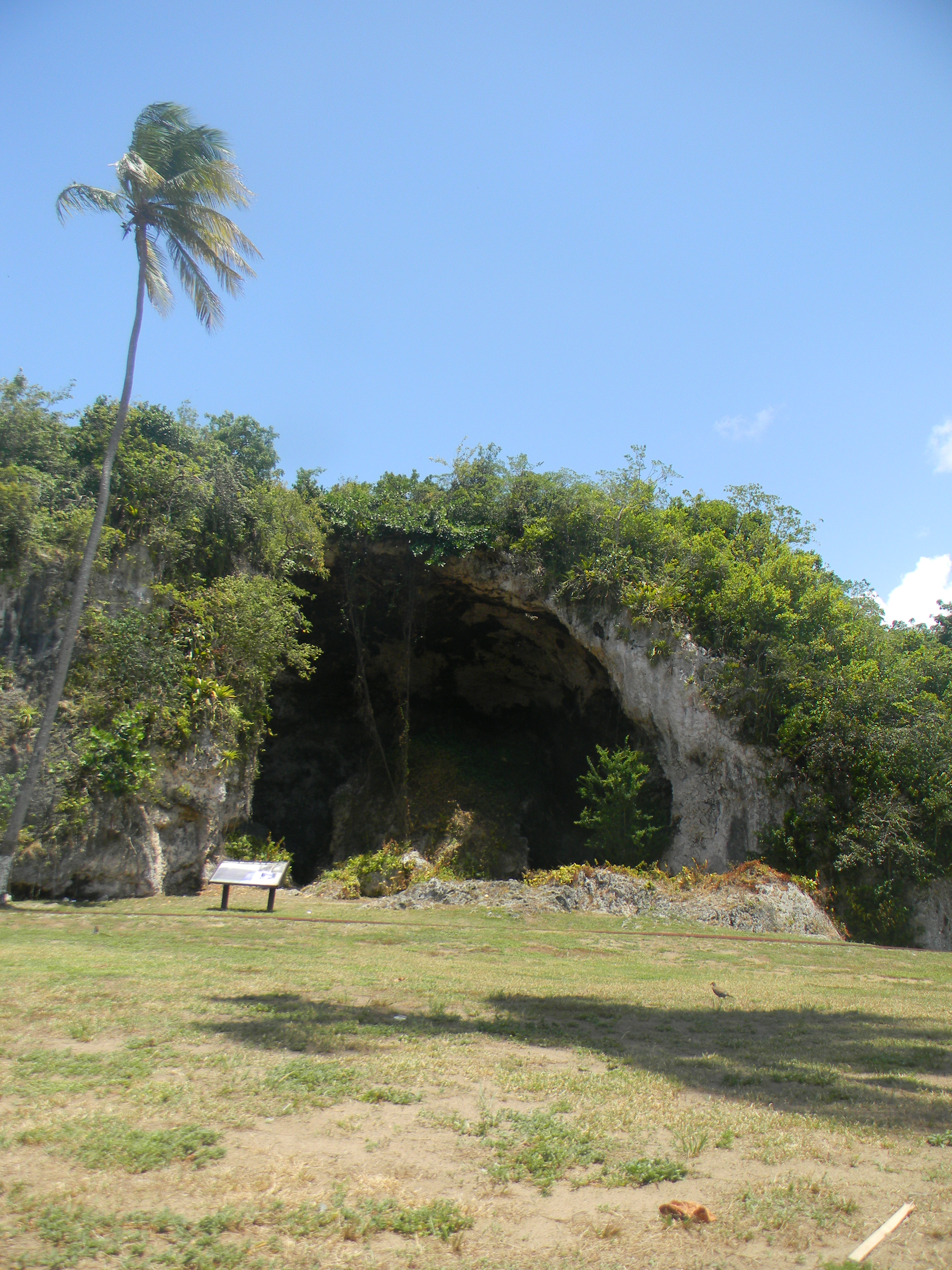 The María de la Cruz cave has become a historical place because it represents the history of the Taíno Indians.