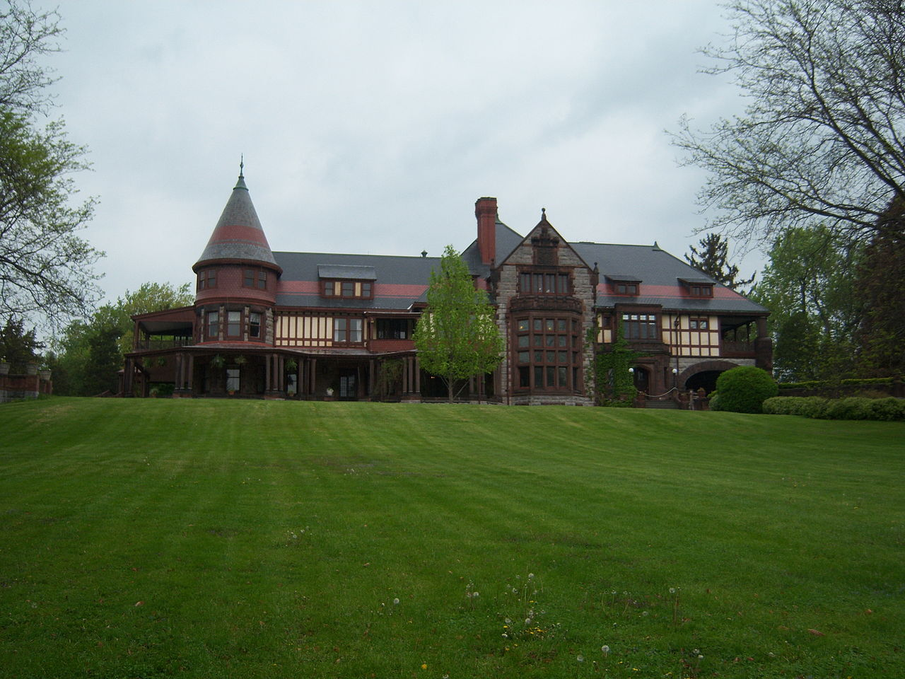 The Sonnenberg Mansion was built in 1887 by Frederick and Mary Thompson.