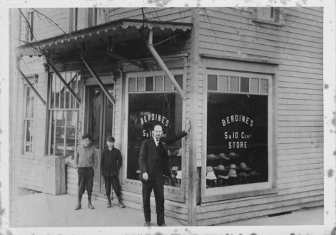 KC Berdine outside of the original store location at Court & Main Streets following the departure of former business partner Lafayette Hunt.