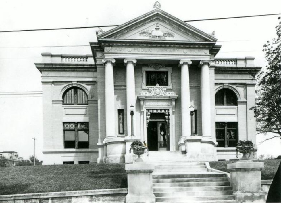 1902 photograph of main - west - elevation of Leavenworth Public Library (KSHS)