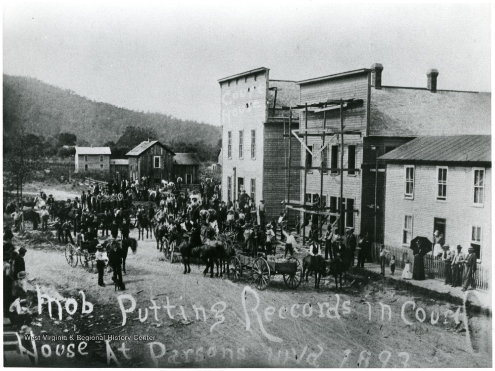 Parsons mob loading court documents into temporary courthouse, located on Second Street in 1893.