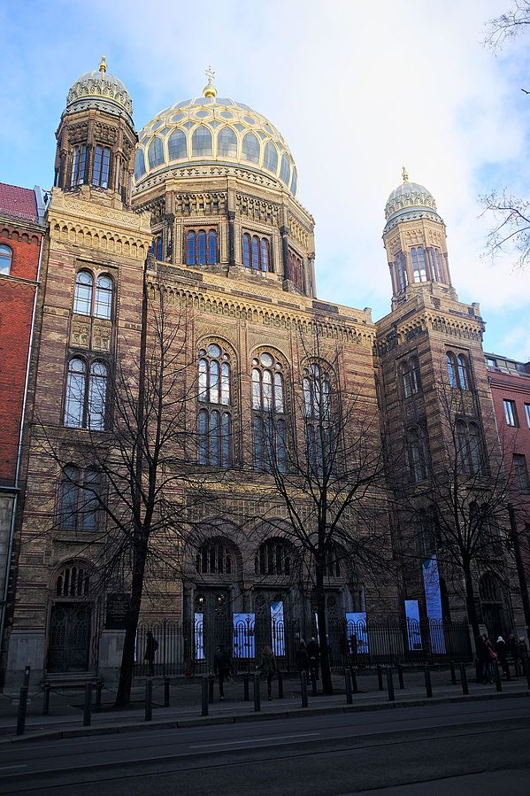 Neue Synagoge (New Synagogue) in Berlin had an influence on the Charter Oak temple's design.