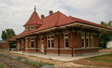 The Southern Pacific Railroad built the Nacogdoches train depot in 1912. Recently restored, it is now home to the SFA Center for Regional Heritage and features rotating museum displays.