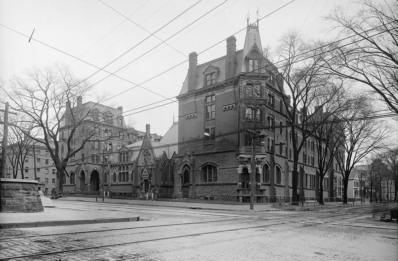 Divinity Hall, in use between 1870 and 1931, stood next to the New Haven Green.