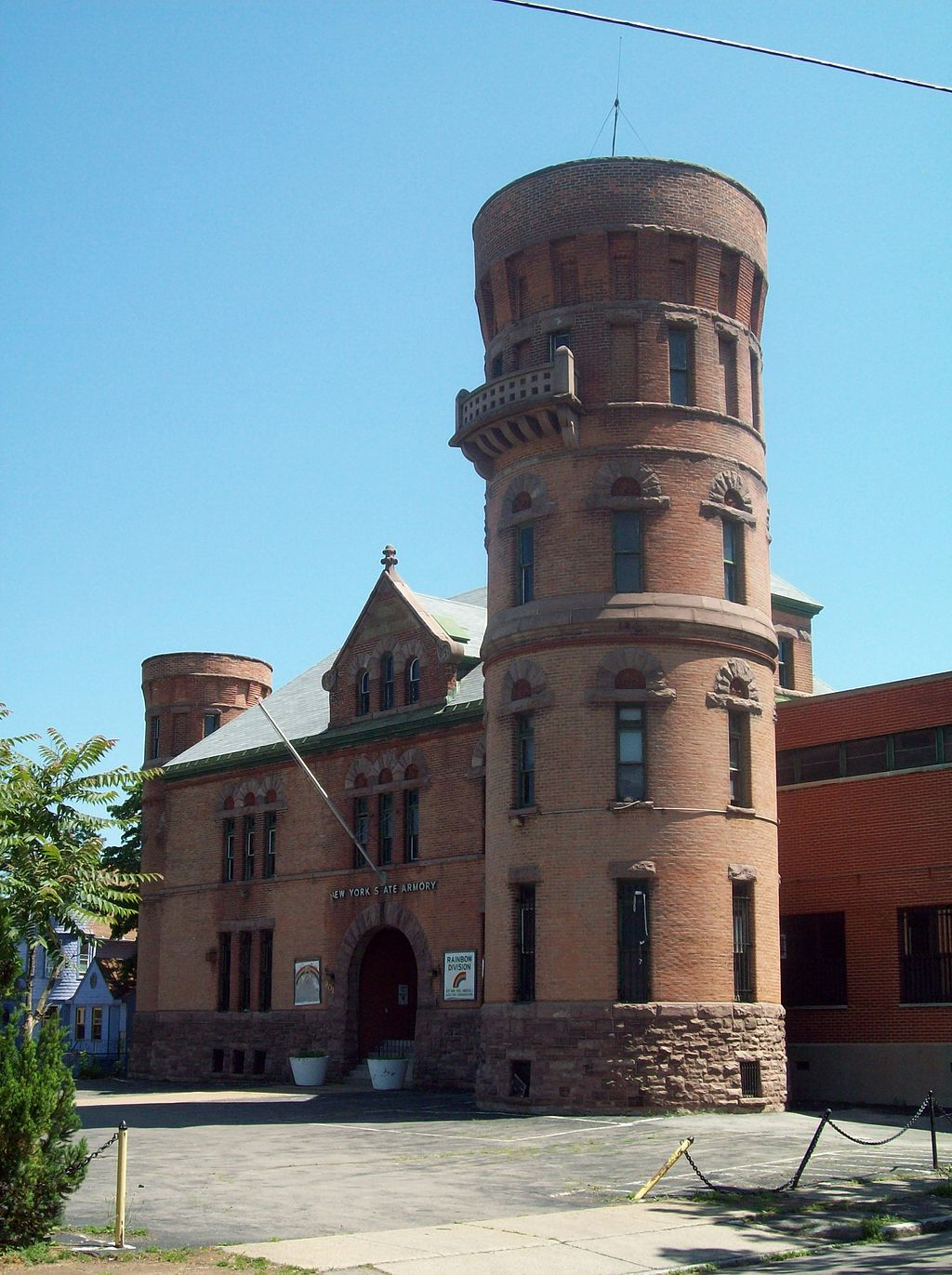 The Niagara Falls Armory was built in 1895.
