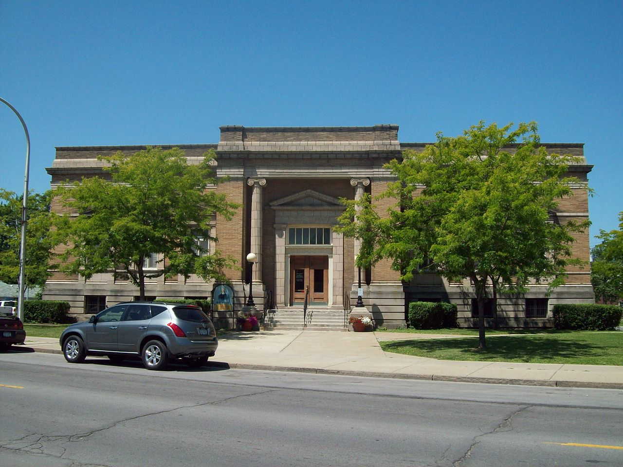 The former Niagara Falls Public Library building was erected in 1904.