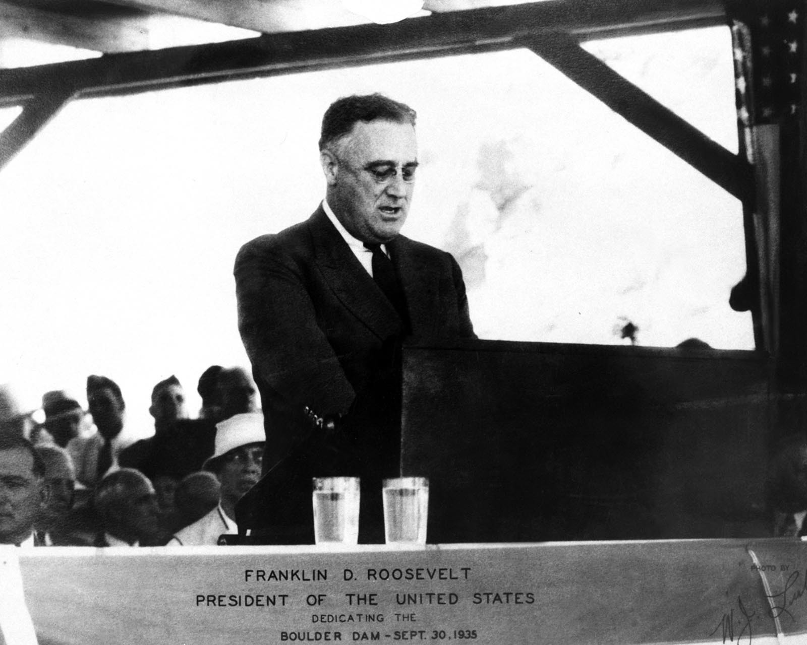 "President Franklin Roosevelt dedicating the ""Boulder Dam"" in 1935"