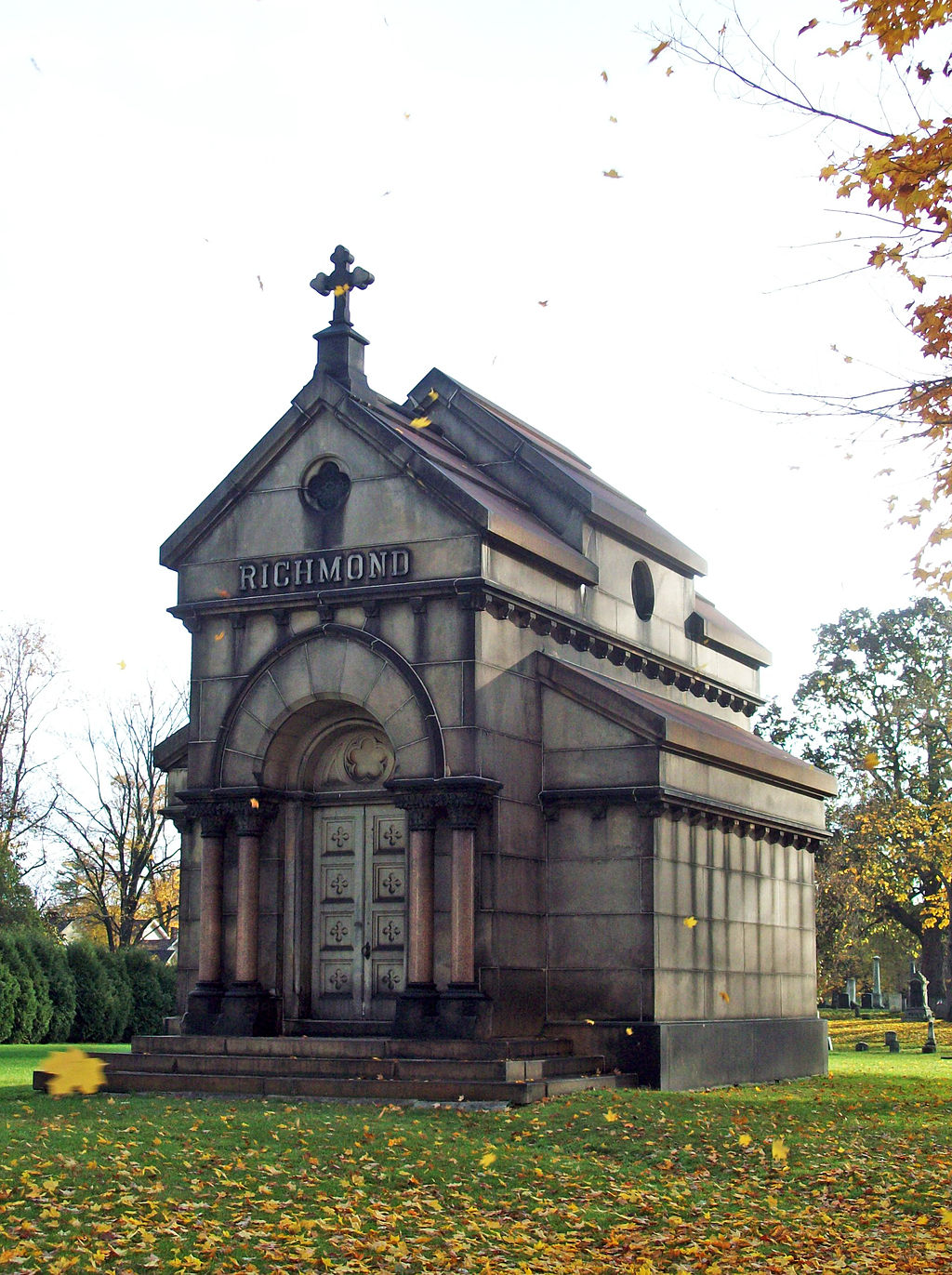 The Richmond Mausoleum is the largest structure in the cemetery.