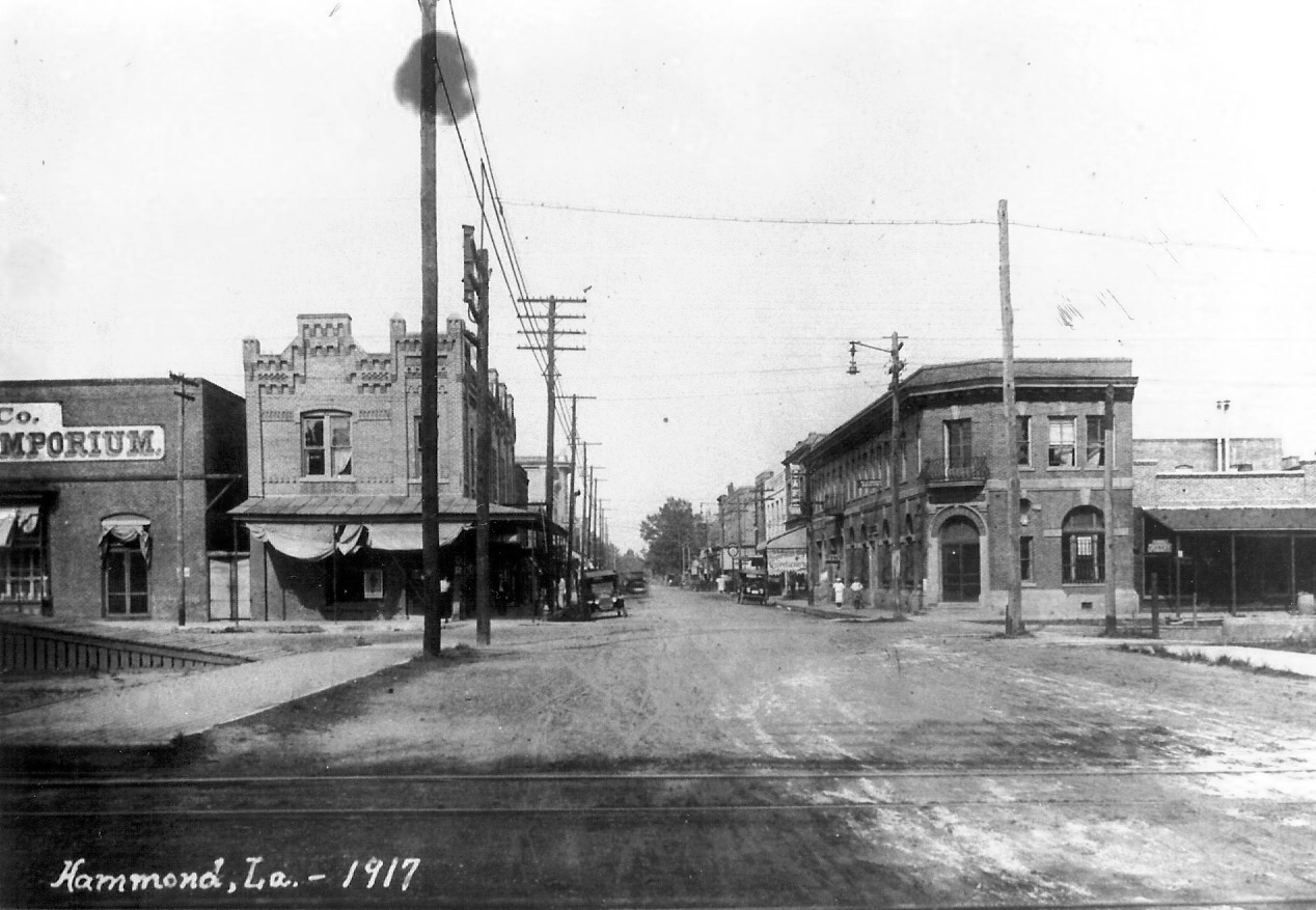 Boos Building on the left (1917).