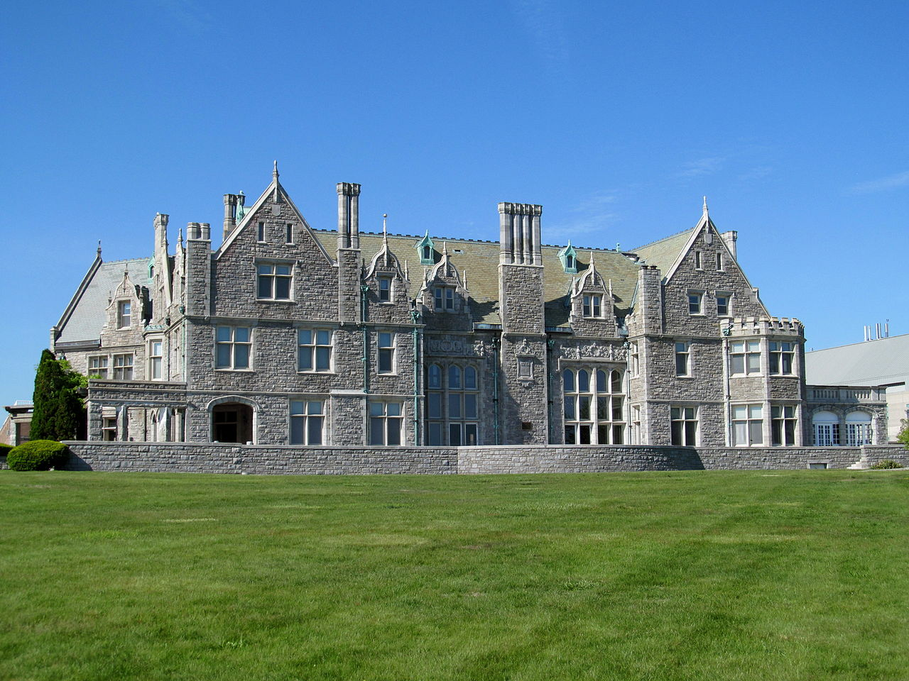 Branford House stands prominently on Avery Point overlooking Eastern Point Bay. It was built in 1904 by Morton Plant.