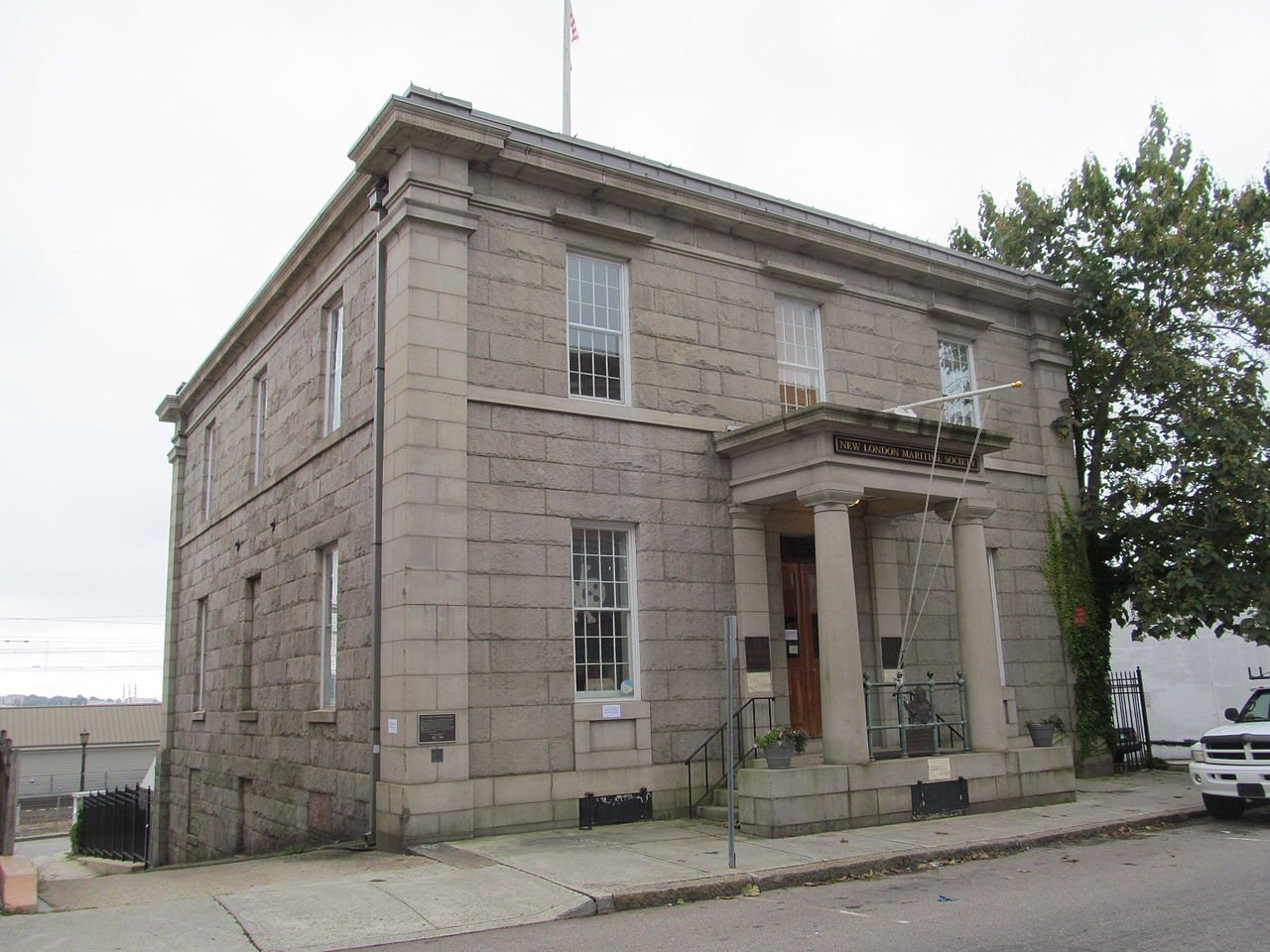 The historic New London Custom House was built in 1835 and is now the headquarters of the New London Maritime Society and the location of the Custom House Maritime Museum.