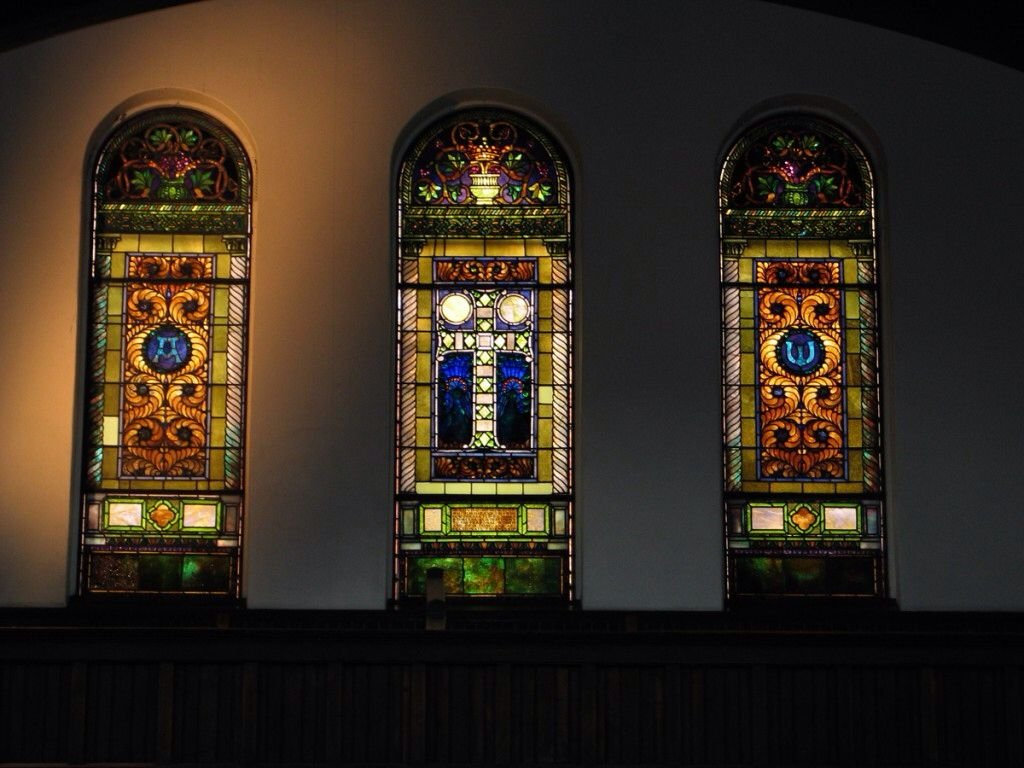 Emmanuel features three Tiffany stained glass windows.