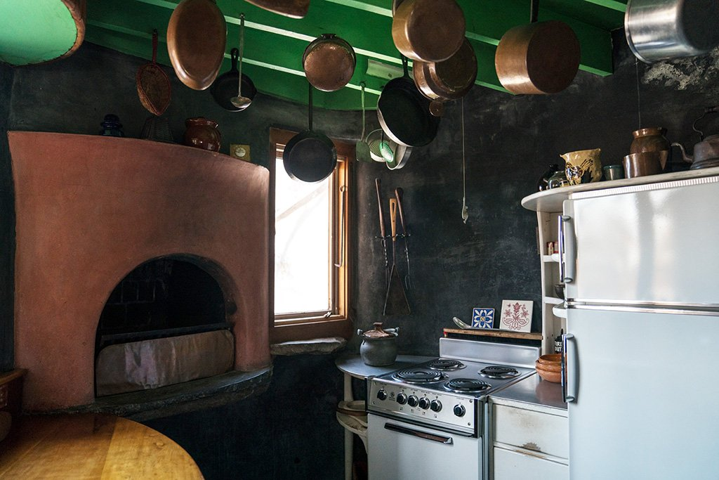 Esherick managed to shoehorn a kitchen into his home's silo-like tower.