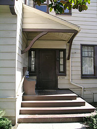 Entryway at 2726 Haste Street. This is the front entrance to the historic Bertha Newell house, which faces Haste Street. It was included within the historic landmark designation of the Piano Clubhouse by the City of Berkeley in 2005.