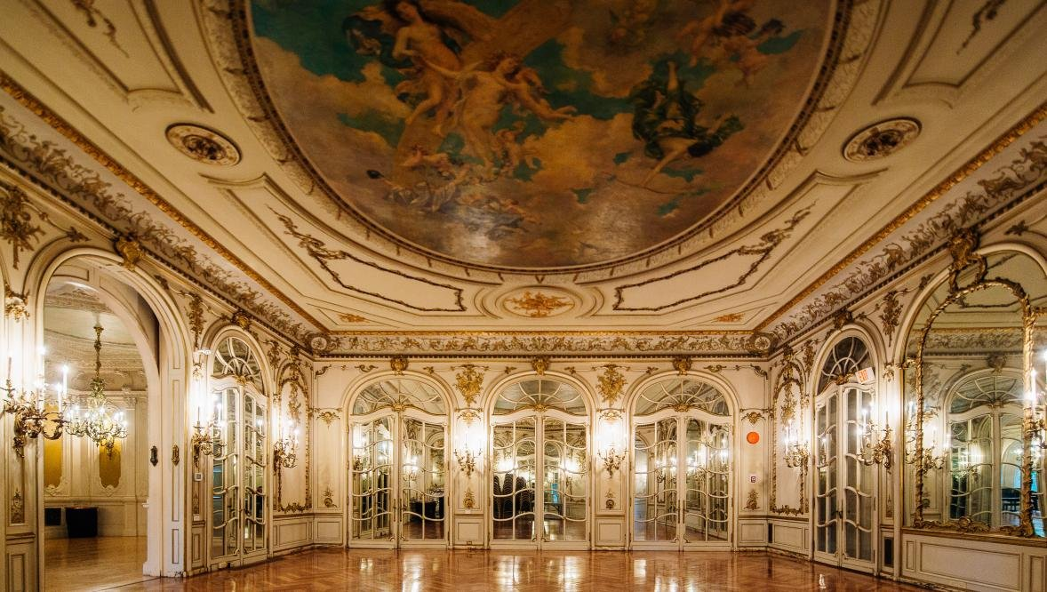 The castle's ornate Mirror Room.