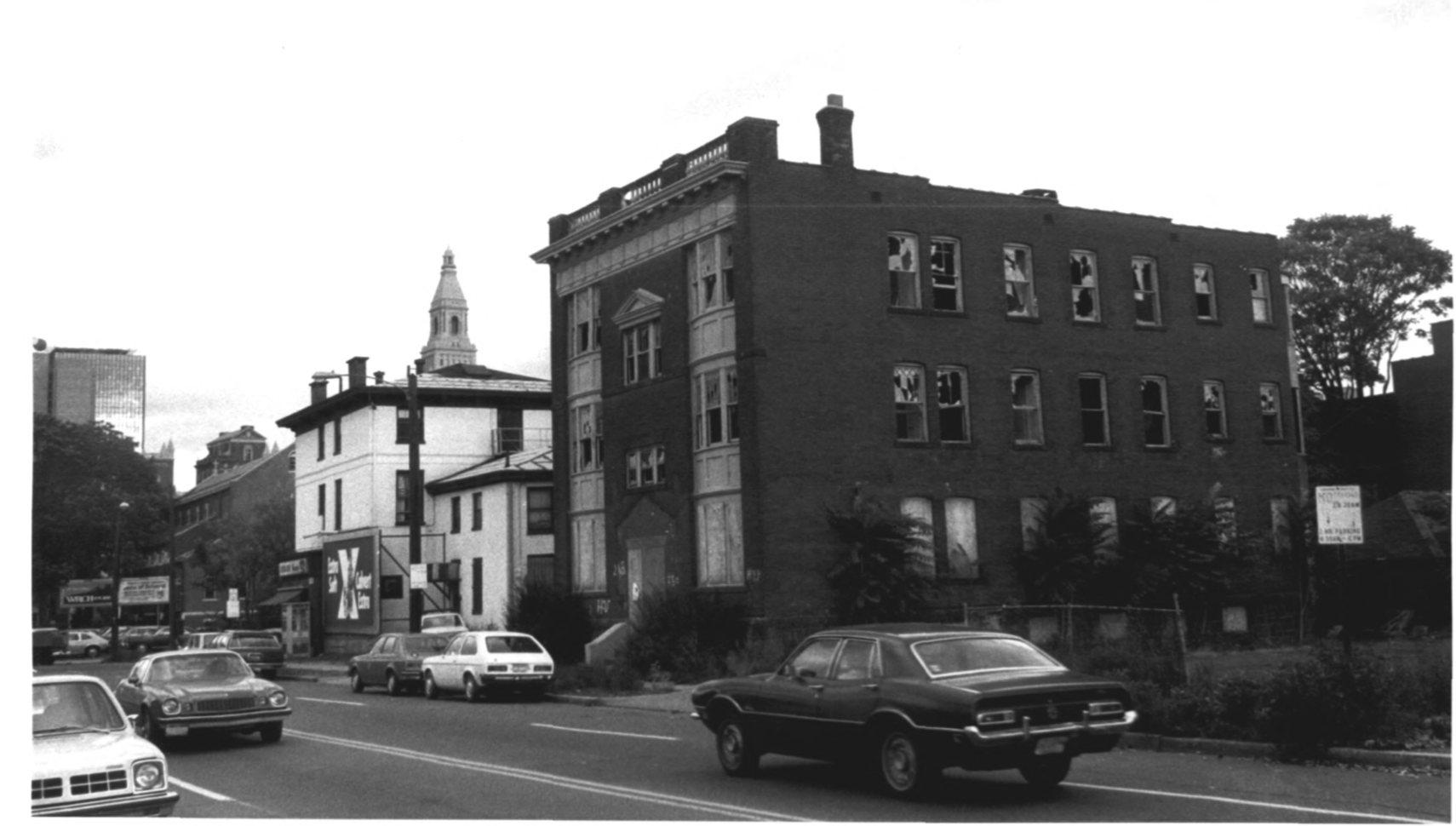 Photo of the Stoneleigh Building, Buckingham Square, from the NRHP Archive Photographs by D. Ransom 10/81