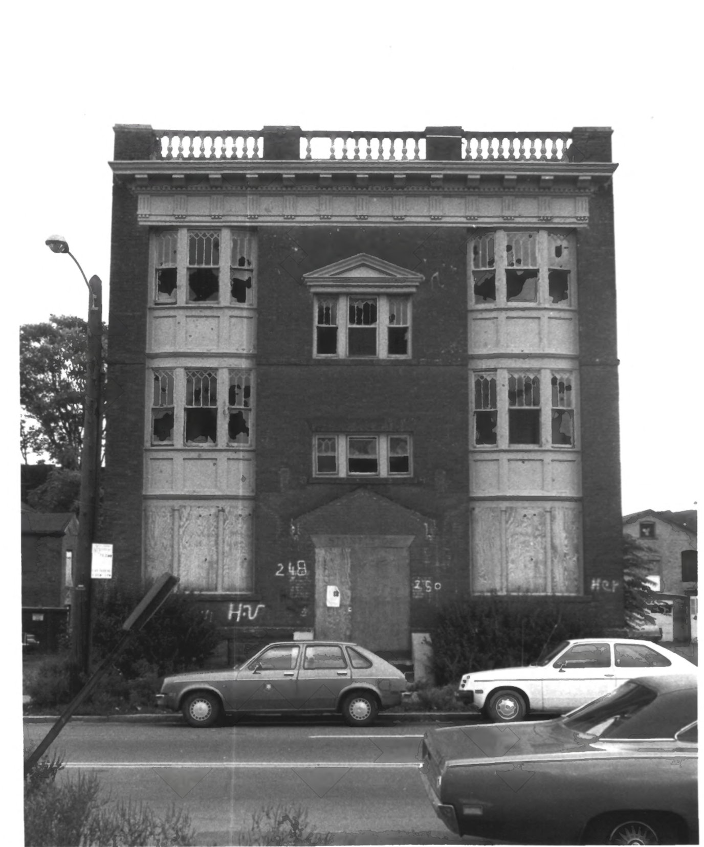 Front-facing photograph of the Stoneleigh Building, from the NRHP Archive Photographs by D. Ransom 10/81