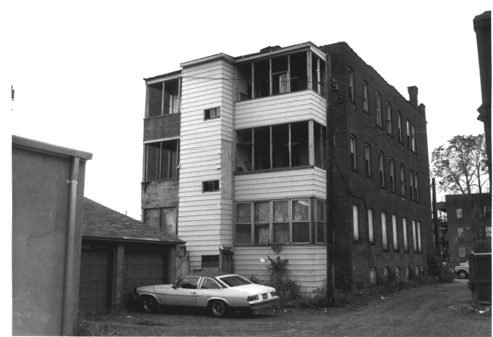 Rear-facing photograph of the Stoneleigh Building, from the NRHP Archive Photographs by D. Ransom 10/81
