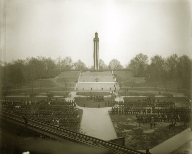 A photograph from the monument's dedication in 1908