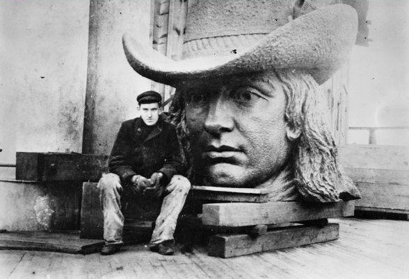 The head of William Penn's statue before it was assembled
