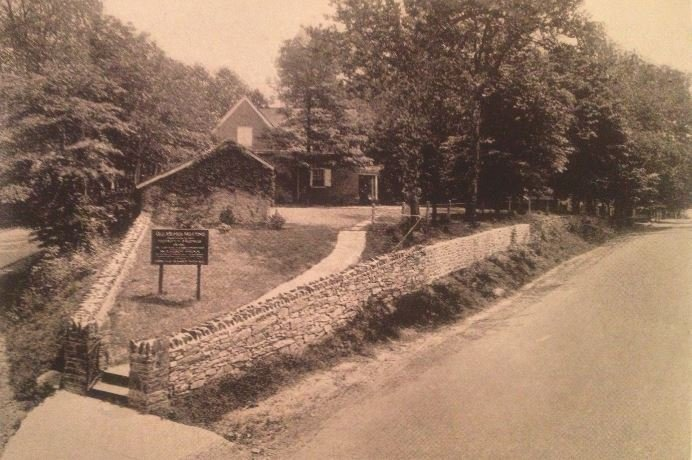 The meeting house as it appeared in 1915.