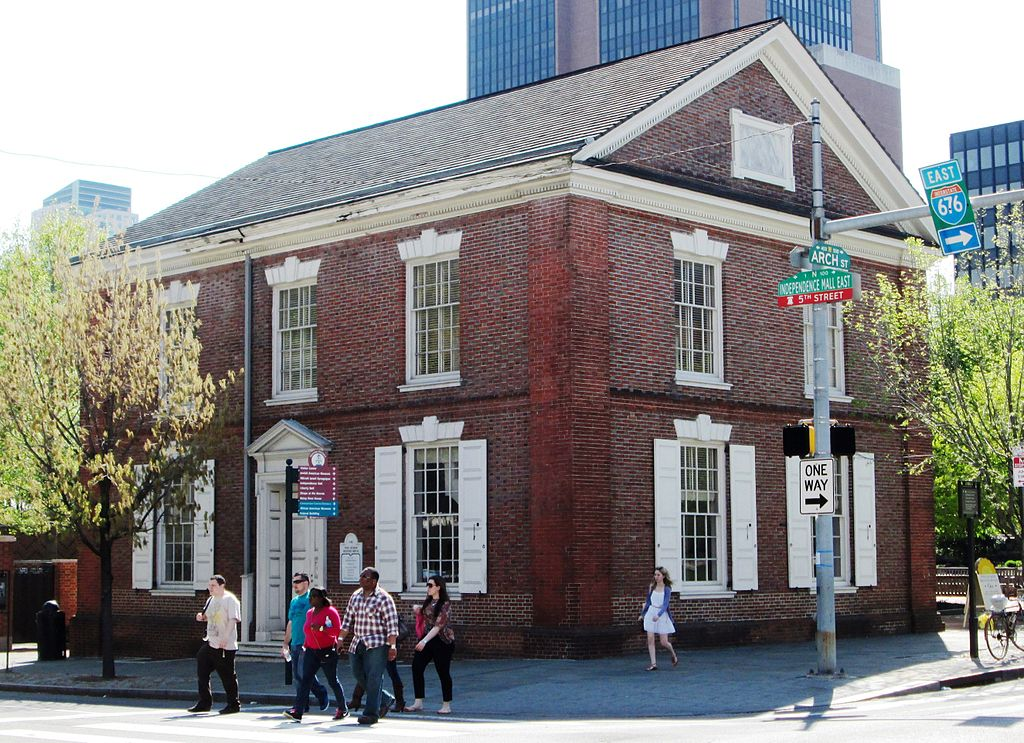 Construction of this Quaker meeting house began in 1783 with the support of Robert Morris and other colonial leaders.
