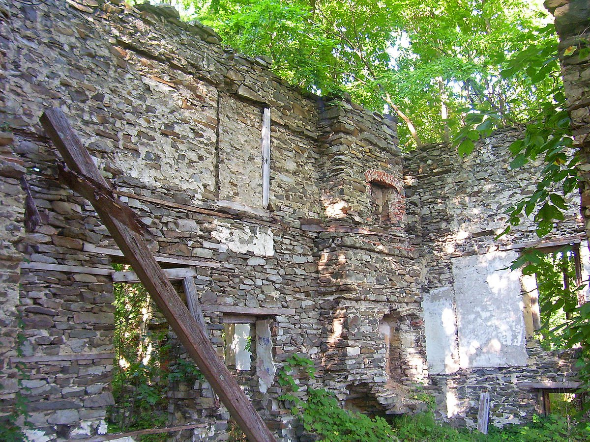 Mansion Ruins before stabilization